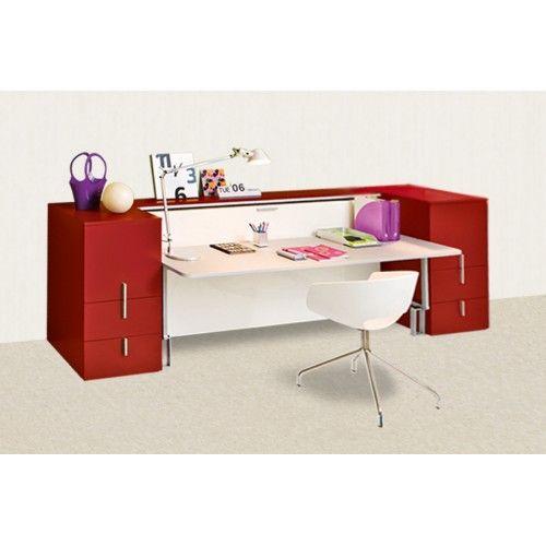 По внешнему виду модель Avorio в закрытом состоянии максимально приближена к привычному детскому столу с ящиками. Это бы и был обычный добротный письменный стол, если б он не таил в себе еще и кровать.