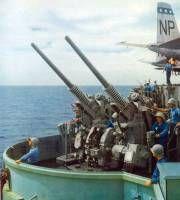 artefactos navalesmontaje 76-mm pistola Marcos 33 - montaje de los Estados Unidos 76-mm de doble propósito arma naval automático. Se desarrolló sobre la base de la pistola semiautomática artillería antiaérea Marcos 22 Segunda Guerra Mundial. Representa dos armas Marcos 22 montado en un carro de la pistola. Basan en Marcos 22 armas de fuego diseñadas como AU Marcos 27, que es la modernización de la UA Marcos 33 y Marcos 34. Single-Au Historia Al final de la Segunda Guerra Mundial, se hizo…