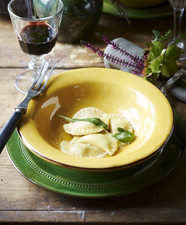 Her giver vi dig en af vores bedste toscanske opskrifter, så du ikke behøver at tage den lange tur for at få en autentisk oplevelse: Smagslækre ravioli med spinat og ricotta.