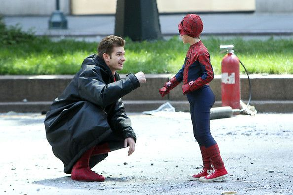 It looks like Andrew Garfield made an awesome new friend on the set of the Spider-Man sequel in New York on Monday. The franchise star filmed scenes with little Jorge Vegas, who looked impressive in Spidey's signature tights.