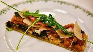 Street Food & Cuisine du Monde: Recette de feuilleté - bruschetta, garni de jambon cru, tapenade, artichaut, tomates et parmesan