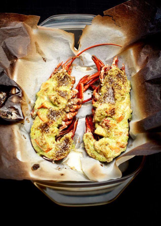 Gratinerad hummer är busenkelt att göra och så gott. Här är Mitt köks bästa recept. Läs också:Härhittar du alla recept du behöver för att laga enperfekt nyårsmiddag