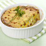 Patate, uova sode, salsiccia piccante e provolone si uniscono in un timballo per appetiti robusti. Prova la ricetta di Sale&Pepe.