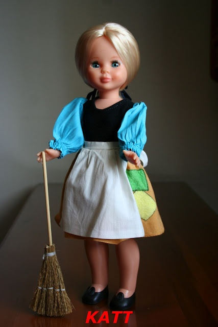 MI Nancy rubia, con el conjunto de Cenicienta, que también tengo guardado en formol.
