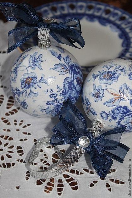 Купить или заказать Новогодние шары ' Гжельская синева' в интернет-магазине на Ярмарке Мастеров. Шары выполнены в технике декупаж с дорисовкой акриловыми красками. Цена за 1 шт.