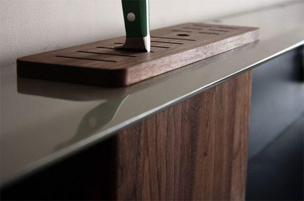 Встроенная подставка для ножей на кухонном фартуке от Viola Park