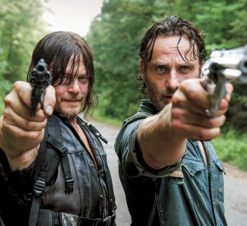 3547e99b0104c8078e2dedfeb87031ce--walking-dead-season--the-walking-dead-rick-and-daryl.jpg