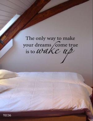 Deze tekst op de muur boven bed, op stukje behang/print