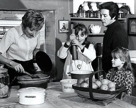 A young Emma Thompson with her parents and sister. Actress Phyllida Law with her late husband Eric Thompson and their daughters actresses Emma and Sophie Thompson  In this photo Phyllida looks a lot like an adult Emma especially when Emma had a similar hair cut.
