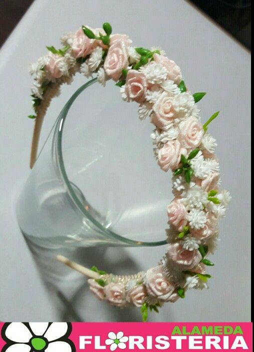 Díadema de flor artificial  elaborado por Floristeria Alameda en Cartagena