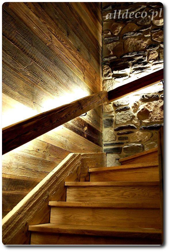 Schody ze starego drewna/ Escalier en vieux bois