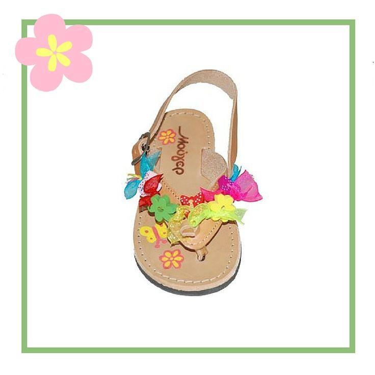 #babygirl #sandals Πέδιλο Μούγερ δερμάτινο, ταμπά με πολύχρωμα διακοσμητικά και κούμπωμα με λουράκι.
