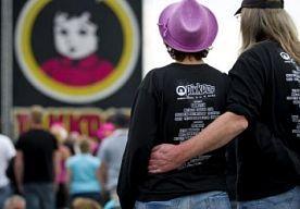 31-Mar-2014 11:46 - PINKPOP-MAANDAG OOK UITVERKOCHT. Mensen die nog graag een kaartje voor de Pinkpop-maandag wilde bemachtigen, hebben helaas pech. De tickets voor de laatste dag van het festival zijn uitverkocht, zo heeft de organisatie maandag via Twitter laten weten.