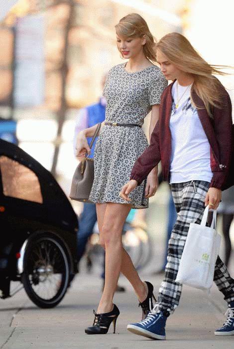 Estilo de las Celebridades: Taylor Swift con un Vestido de Oasis - Moda