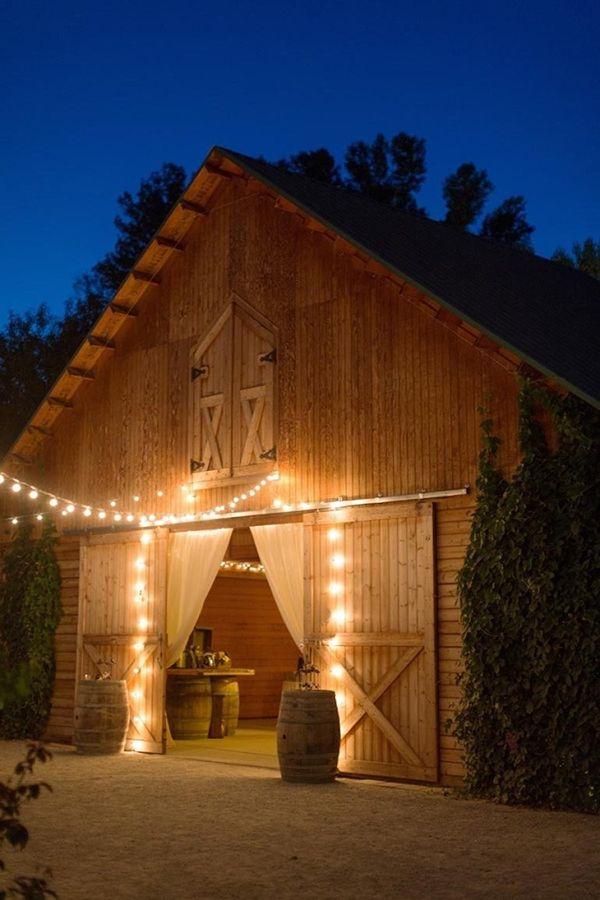 Wesele w stodole Jak i gdzie je zorganizować zdjęcie: We Heart Photography