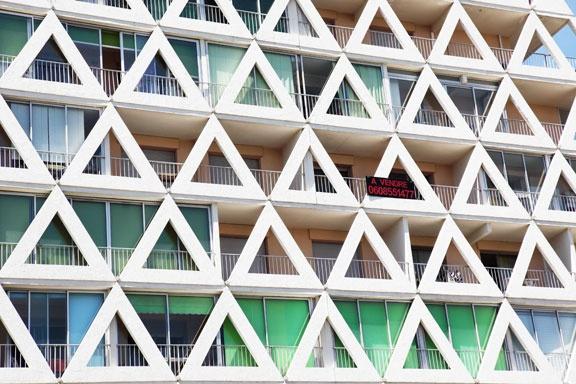 Les 25 meilleures id es de la cat gorie voile triangulaire for Architecture triangulaire