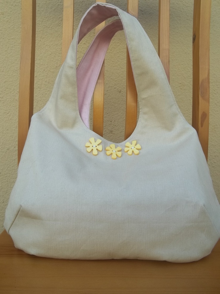 Reversible bag with buttons - pink and beige. Pattern from: http://verypurpleperson.com/2010/04/making-reversible-bag/