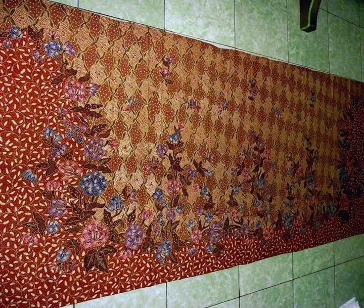 Batik Tulis Pekalongan -  Kain Panjang Repro Demakan Pekalongan Tempo Dulu Latar Sidomukti. From Batik Shuniyya
