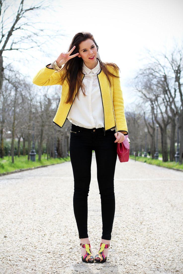 #fashion #fashionista @Irene Colzi  outfit   look   camicia bianca   ragazza   giacca gialla   borsa fucsia   skinny jeans   pantaloni neri   bvlgari   zara   rossetto fucsia   sandali colorati   scarpe colorate