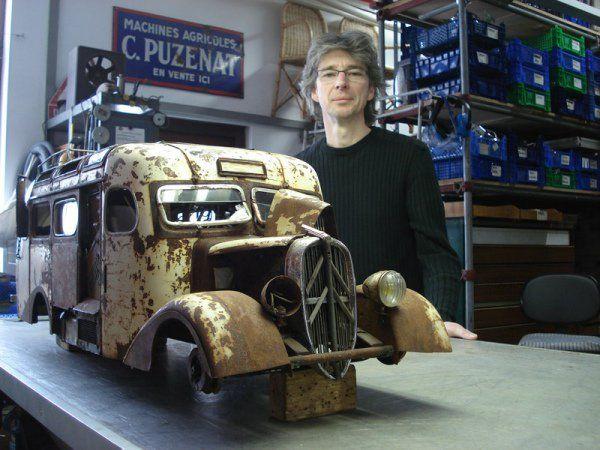 Martin Heukeshoven, apaixonado por todo o tipo de veículos, levou o seu passatempo demasiado a sério. Hoje recebe pedidos de vários pontos do mundo e as suas peças podem chegar a valer 25 mil euros.