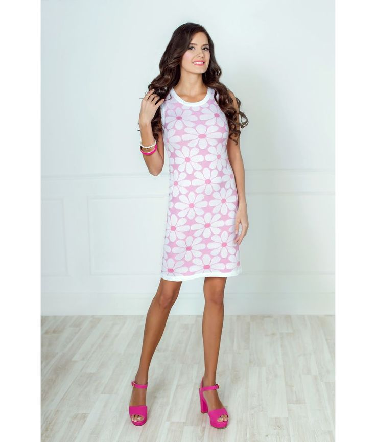 Отличное молодежное платье ТМ Andovers из вязаного трикотажа. Платье без рукавов. Выполнено из вязаного трикотажа в контрастной расцветке. Принт очень модный в новом сезоне! Это платье подарит вам хорошее настроение и придаст очарование вашему образу. Трикотажное платье можно дополнить жакетом или летним пальто.