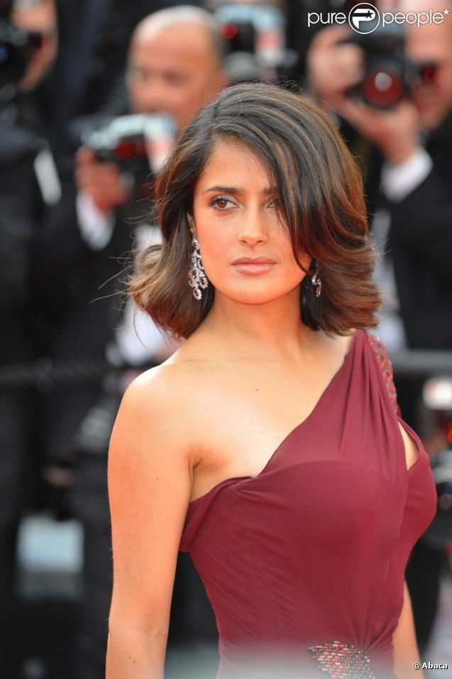 Salma Hayek; sometimes I suspect she could be a soft classic, and not TR. I like her in simple looks