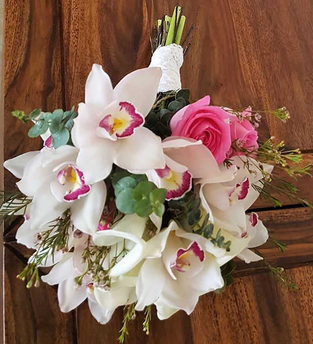 One Of My Favourite Orchids Is The Cymbidium I M Not Brave Enough To Grow It I Hear From Experts That It Doesn T Do Well In Mumb Orchids Happy Wedding Bloom