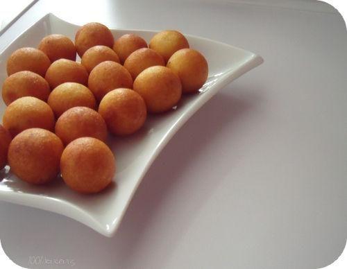 Pour environ 20 pommes dauphines  130 gr de purée de pomme de terre en sachet 1 œuf du lait froid Sel, poivre Herbes, épices, fromage (facultatif)