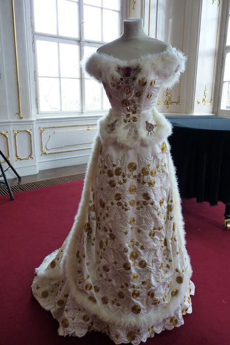This is another view of one of elisabeth of bavaria for Dresses for silver wedding anniversary