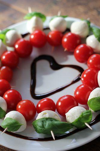 Tomaten-Mozzarella-Herz