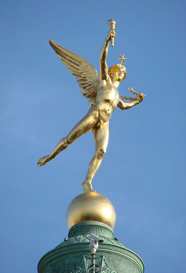 Le Génie de la Liberté, bronze doré d'Auguste Dumont, 1835, sommet de la colonne de Juillet à Paris.