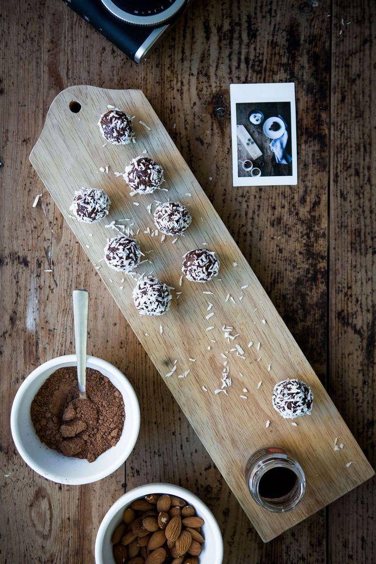 Gluten Free, Healthy & Vegan Chocolate Coconut Balls