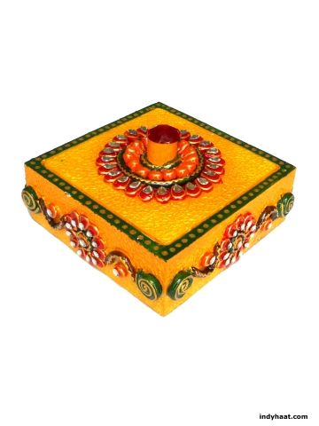 A very exclusive wooden suparidan/box decorated with beautiful design on top completely made of paper mache in a traditional way. This box can be used for serving dryfruits, mouth fresheners to your guest. Decorate your rooms with this beautiful handmade artifact.   - See more at: http://indyhaat.com/Utility-Items/Multi-Purpose-Meenakari-Wooden-Box-id-291987.html