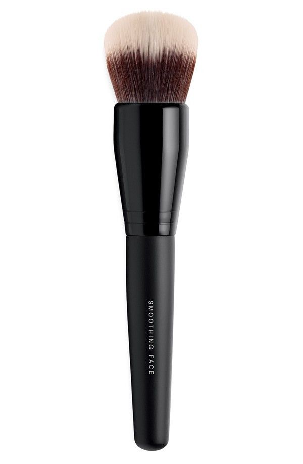 For professional blending, apply Complexion Rescue using bareMinerals Smoothing Face Brush. - Dual fiber synthetic brush provides control and diffusion for a soft, smooth application. - Dome-shape des