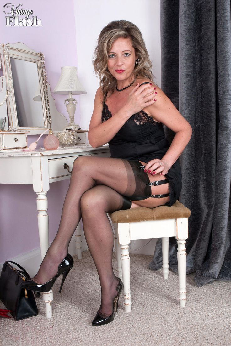 Bella, Hot mature in stockings would have