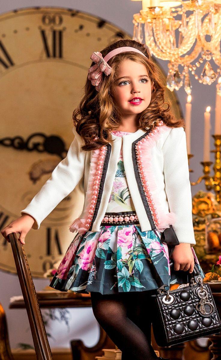 Se você está procurando peças de qualidade e muito estilo para sua princesa, você precisa conhecer as peças da nova coleção da Anjo D´agua. Com peças exclusivas tamanho baby, kids e teen, além de peças com tecidos importados, com apliques de pedras, rendas e fitas de cetim.