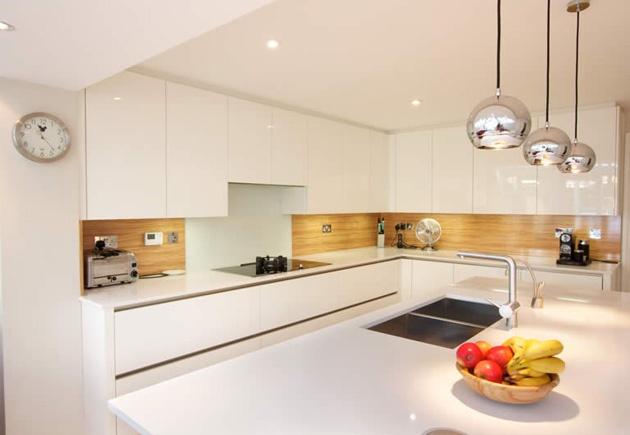 High gloss white handleless kitchen design by LWK Kitchens #lwkkitchens