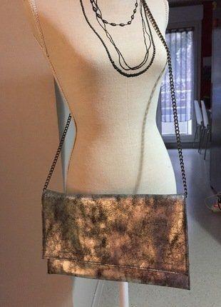 À vendre sur #vintedfrance ! http://www.vinted.fr/sacs-femmes/pochettes/27897192-sac-a-main-pochette-argentee-de-marque-galerie-lafayette