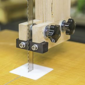 Cómo hacer las guías de la hoja para una siera de cinta. #carpinteria #sierradecinta #sierradebandsa #taller #casero #casera #marcenaria #serra #madera #madeira #planos