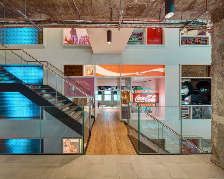 A Coca-Cola új székháza Londonban – Művészi megvilágítással