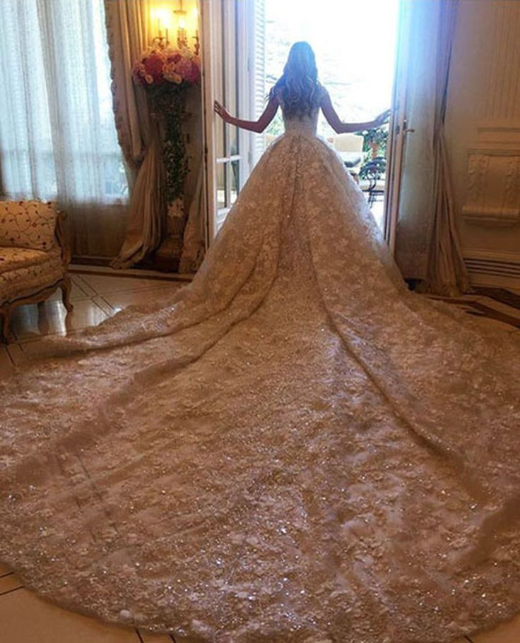 Дочь чеченского олигарха вышла замуж в платье за 20 миллионов рублей   21-летняя наследница миллиардера, студентка МГИМО Элина Бажаева сыграла шикарную свадьбу в Монте-Карло с 25-летним Бекханом Мамакаевым, сыном бизнесмена Алихана Мамакаева. За один только подвенечный наряд для младшей дочери президенту «Группы Альянс» Мусе Бажаеву пришлось выложить 20 миллионов рублей.  В апреле этого года старшая дочь президента многопрофильного холдинга «Группа Альянс» Мусы Бажаева, 22-летняя Мариам…