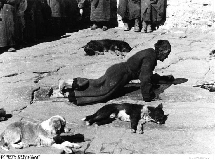 File:Bundesarchiv Bild 135-S-13-18-28, Tibetexpedition, Lhasa, Pilger.jpg Title Tibetexpedition, Lhasa, Pilger Original caption Lhasa, Bauchrutscher Depicted place Tibetexpedition Date 1938