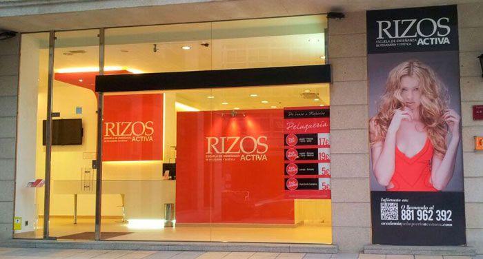 Academia de peluquería y estética profesional en A Coruña Rizos Activa. Con nuestra veteranía y la marca Rizos, ofrecemos los cursos más prestigiosos del sector.