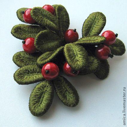 Купить Брошь.Вышивка.Веточка брусники (Коралл) - брошь, вышивка, подарок, украшение, ягоды, брусника
