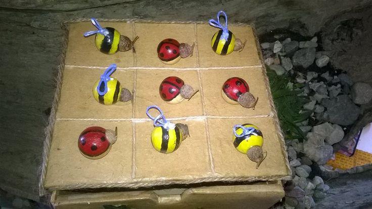 Forza 4 creata utilizzando le palline di legno, cordino e ghiande, scatola realizzata a mano