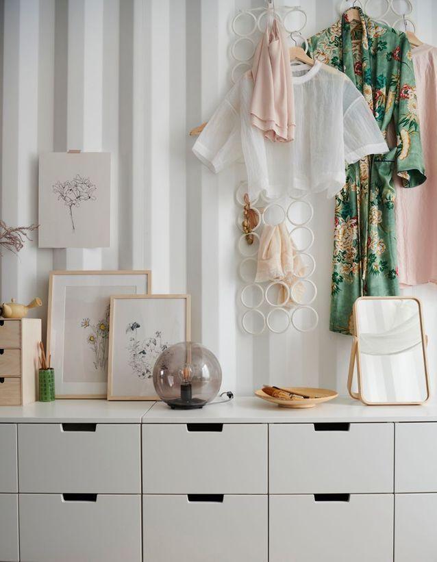 Ikea Voici Le Nouveau Catalogue Que Vous Allez Recevoir Pour Le Printemps 2019 Elle Decoration Rangement Chambre Ikea Meuble Bas Rangement Ikea