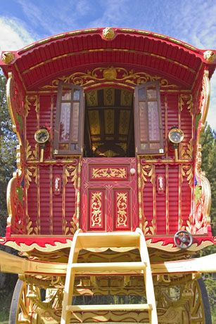 gypsy wagon - would love to live here! Secretly a gypsy!