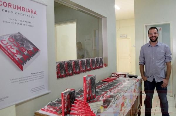 """O convidado especial deste módulo é o jornalista João Peres, autor de """"Corumbiara – caso enterrado"""" (Elefante, 2015). Jornalista formado pela Universidade de São Paulo (USP), ele mergulhou na história do massacre de Corumbiara, em Rondônia, caso que marcou o primeiro governo de Fernando Henrique Cardoso (1995-1998), ao lado do massacre de Eldorado dos Carajás, no Pará. Quais os detalhes que nunca chegaram ao público? Os assassinos foram punidos?"""
