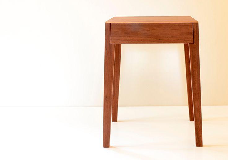 nachttisch, beistelltisch THEO von sixay furniture OUTLET - designermöbel aus vollholz in höchstqualität