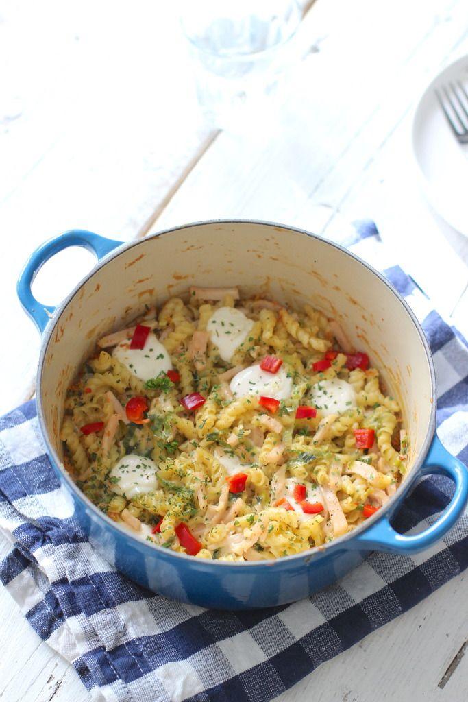 Pasta-ovenschotel met kip en prei